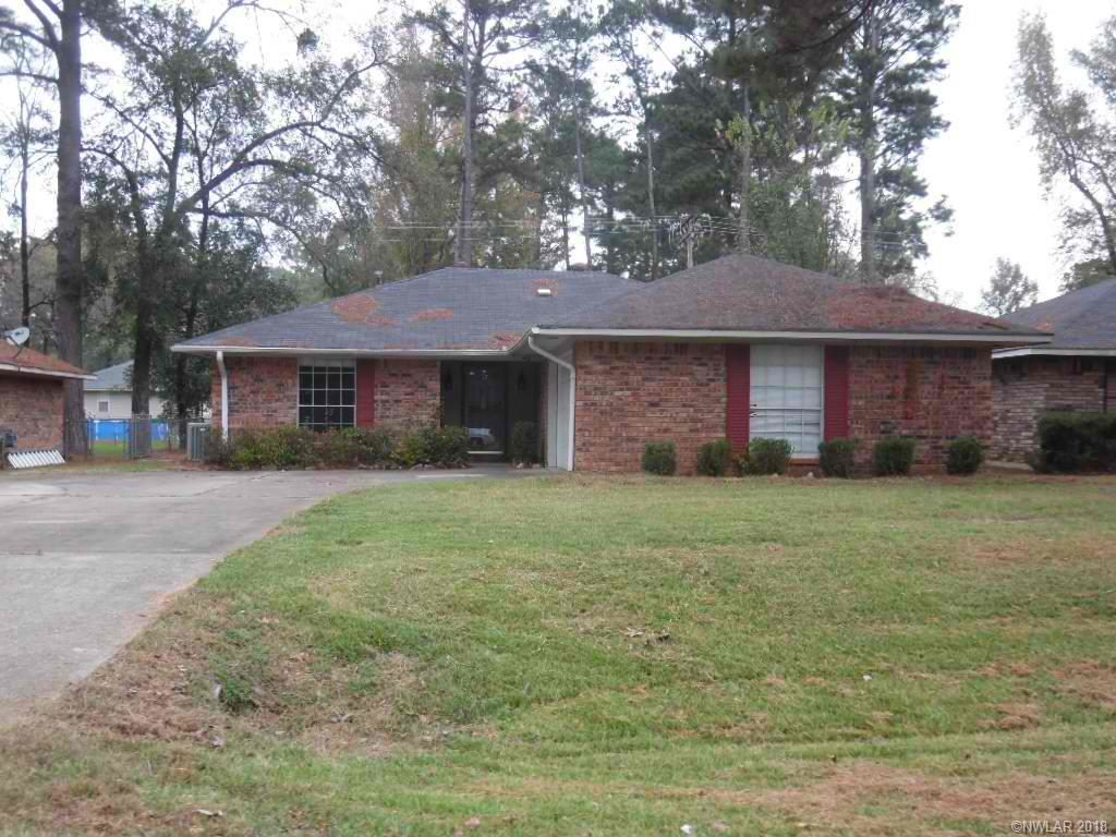 Lovely three bedrooms and two baths home in Dogwood. Large living room. Nice kitchen. Fenced backyard.